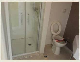 Salle de bain chambre maternité Polyclinique du Val de Sambre