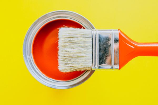 pot de peinture ouvert